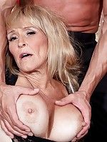 hot sexy naked milf likes black cock